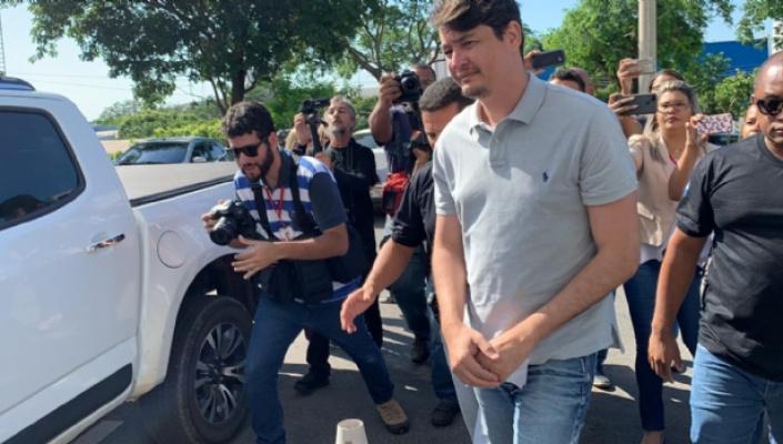 Ex-secretário e médicos são presos em operação que apura fraude em contratos