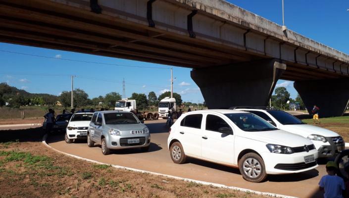 Comerciantes, taxistas e moradores se unem a caminhoneiros em Nobres