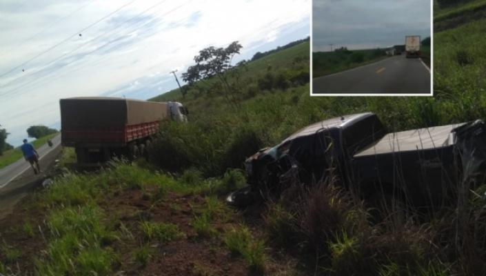 Mulher grava acidente entre Hilux e duas carretas próximo a Diamantino