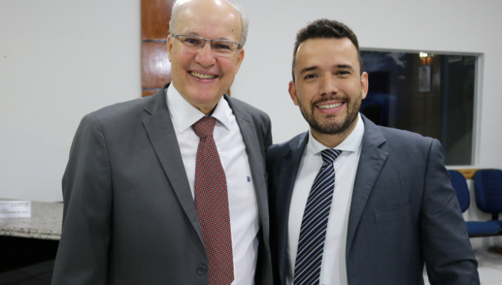 Adelian e Dr. André garantem viatura para o município com apoio de Toninho de Souza