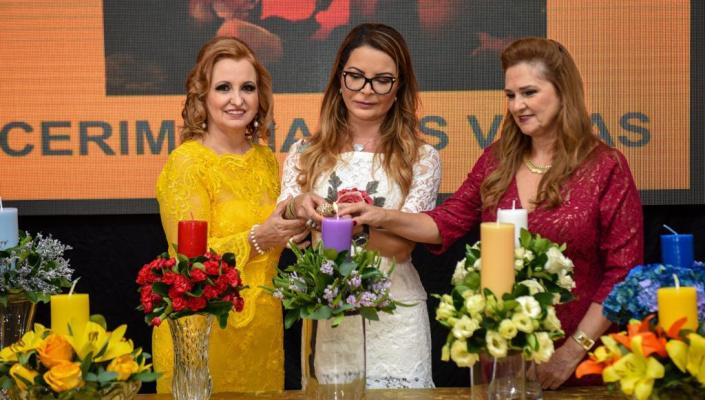 Primeira-dama recebe homenagem por trabalho em prol do desenvolvimento de Mato Grosso