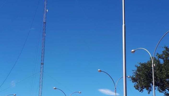 Vereadores cobram retirada de torre particular em praça que será inaugurada na Vila Roda D&#39Água