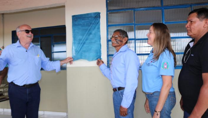 Prefeitura entrega revitalização da unidade de saúde e escola na Aldeia Santana