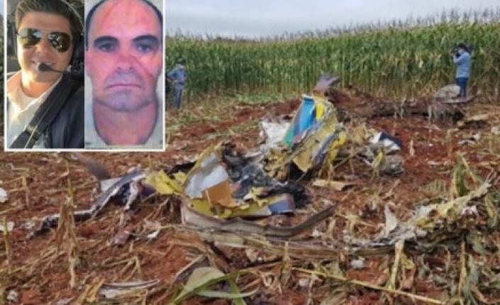 Dois pilotos morrem após avião cair em lavoura de milho em MT