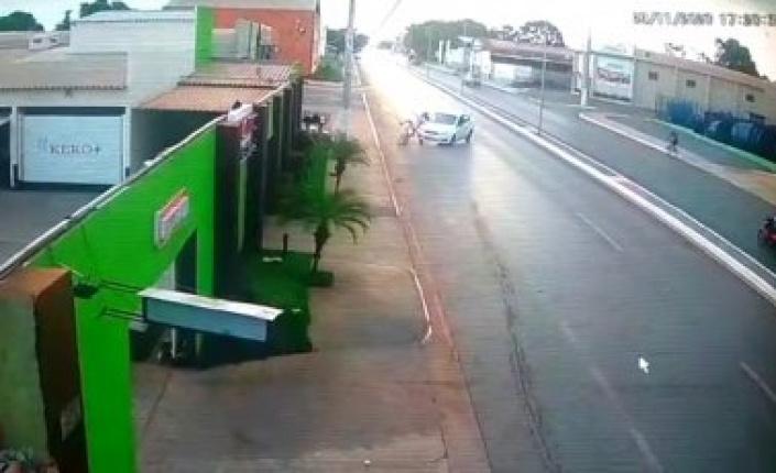 Vídeo flagra acidente na frente de motel em VG; rapaz morre no PS