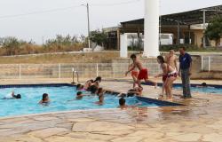Crianças de escola municipal do bairro Tancredo Neves, se divertem no Sindes