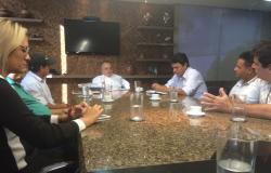Taques almoça com os prefeitos da baixada cuiabana
