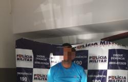 Suspeito é preso com carro roubado em Nobres; comparsa está foragido