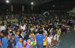 Abertura dos  Jogos Estudantis reúne milhares em Nobres