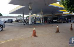 Polícia cumpre mandado de busca e apreensão em posto de combustível  após denúncia de suposto crime eleitoral